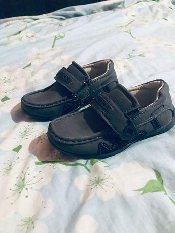 Мокасіни, туфлі