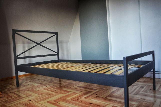 Łóżko metalowe ze stelażem