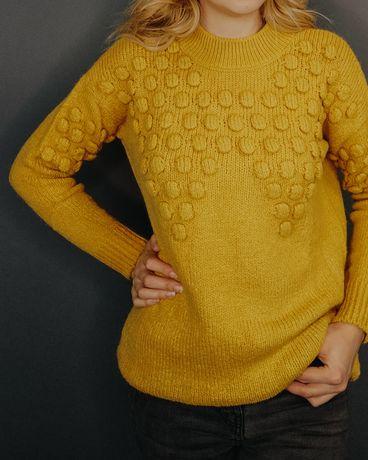 Продам женский теплый свитер, вязанную зимнюю кофту.