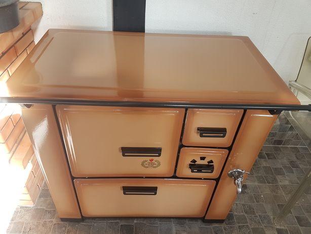 Fogão a lenha usado em funcionamento ótimo forno depósito de água
