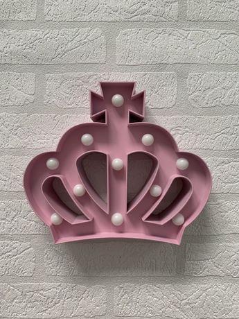 różowa LAMPKA w kształcie korony