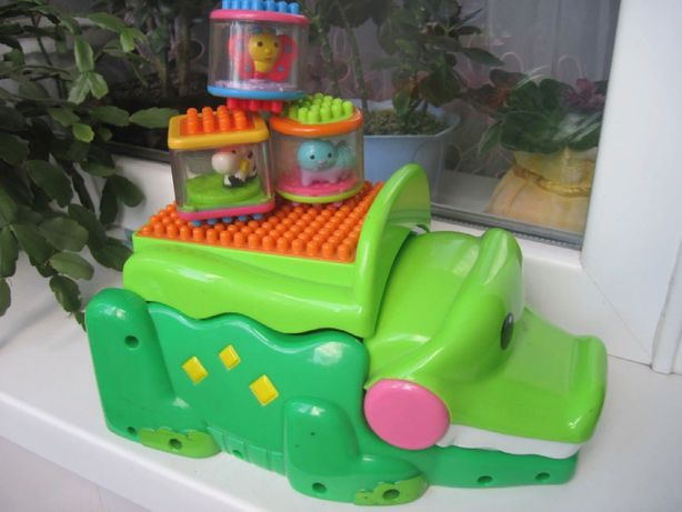 Продам игрушку фирма Fisher Price крокодил с кубиками