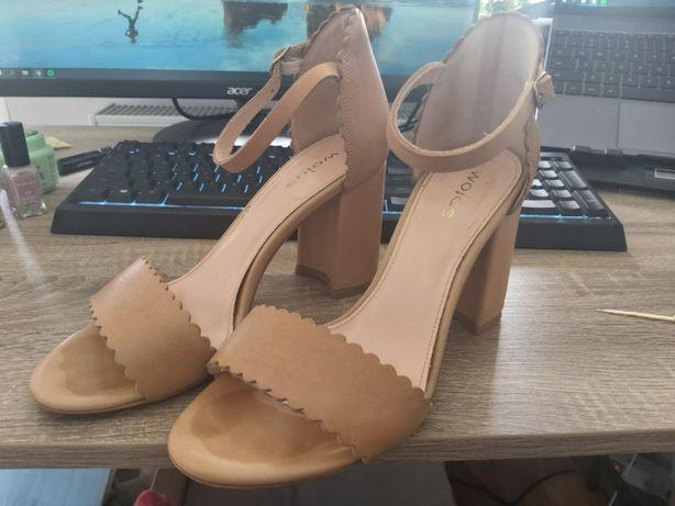 Skórzane sandałki, buty na słupku ok 9 cm, Wojas, rozmiar 39