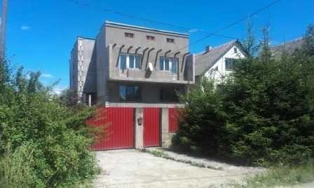 Будинок 302,5м2 з землею 6 сот. м. Ужгород, вул. Нікітіна 38