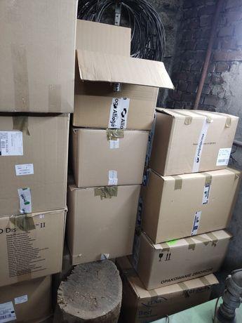Oddam podarte kartony (12 pudeł)