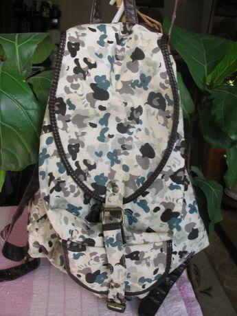 Рюкзак C&A бескаркасный состояние нового камуфляжной расцветки