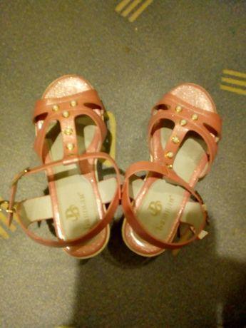 Босоножки розовые на девочку 21см