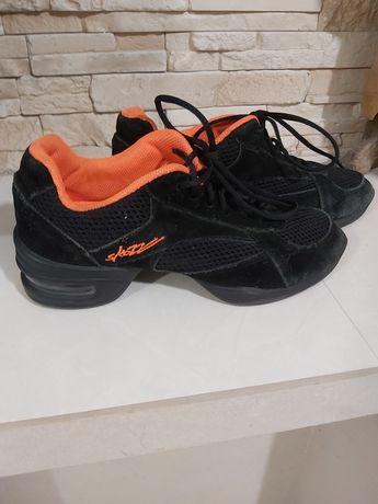 Продам кроссовки для тренировок по бальным танцам
