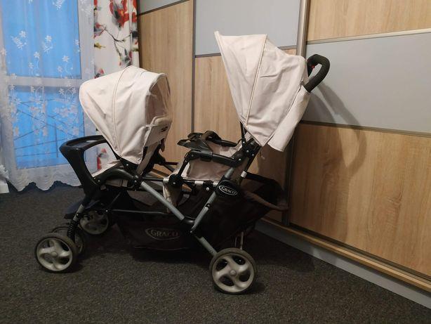 Wózek bliźniaczy lub dla dzieci rok po roku