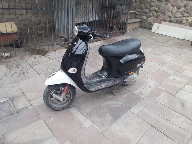 Скутер мопед Італія продам