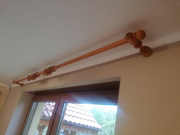 Sprzedam 2 karnisze drewniane  Dł 2.2 m