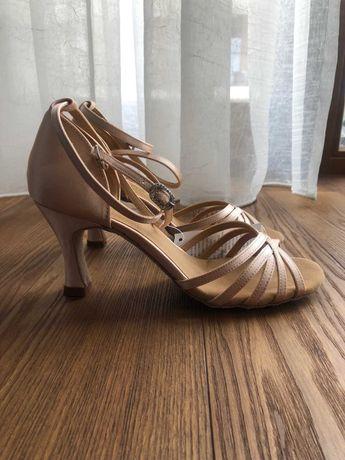 Buty taneczne nr 38 satynowe
