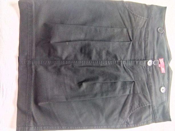 Spódniczka czarna ołówkowa z ozdobnym rozporkiem z tyłu