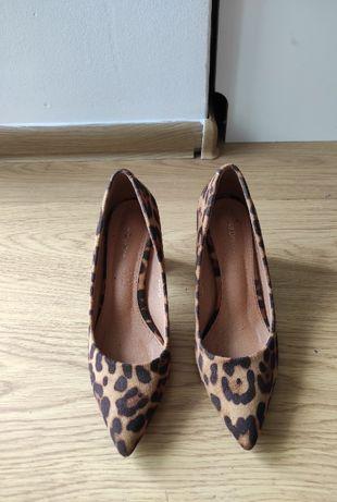 Buty na obcasie firmy Dezee roz. 37