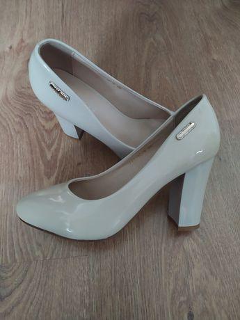 Бежеві туфлі 36 розмір