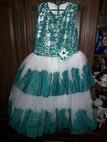 Продаю Срочно нове для дівчинки платье