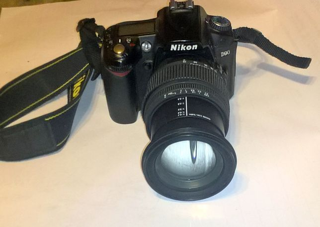 Nikon D 90 lustrzanka z obiektywem DC 17-70 MAKRO HSM