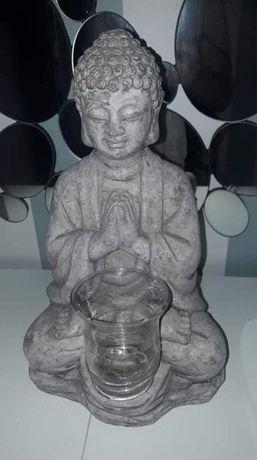 Buda com copo para vela