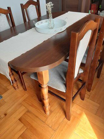 Stół drewniany i cztery krzesła
