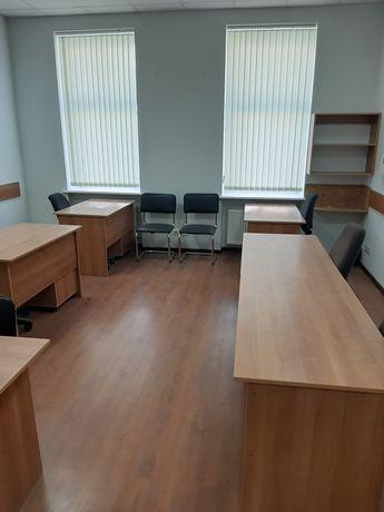 Офіс з меблями для 6 роб. місць в центрі міста