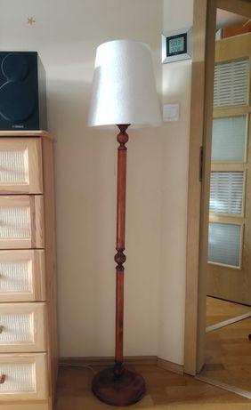 Lampa stojąca drewniana klosz