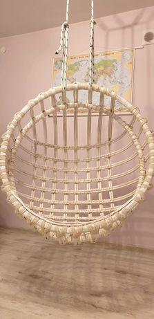 Fotel huśtawka z wikliny biały