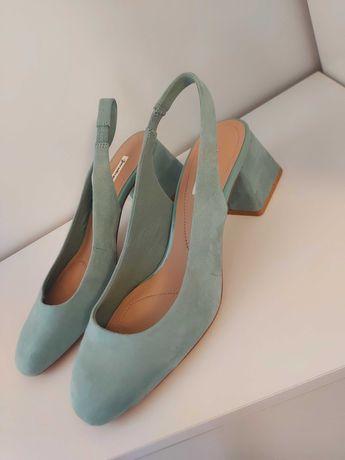Sapatos novos Stradivarius