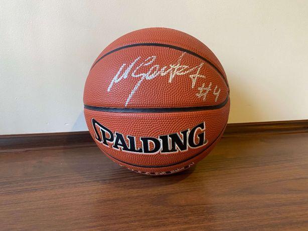 Piłka SPALDING do koszyków z autografem Marcina Gortata #4, NBA