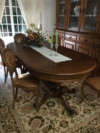 Mesa com 6 cadeiras + Móvel