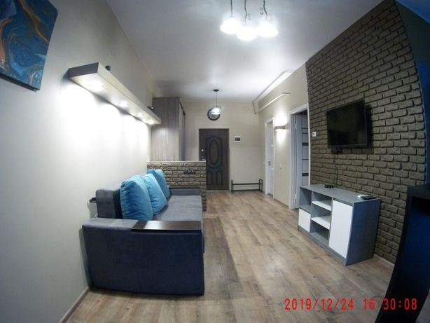 Сдам квартиру 2х комнатную в центре.