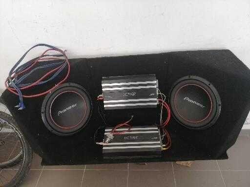 Caixa de som (2sub e 2 amplificadores)