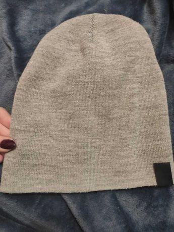 Сіра шапка на осінь весну