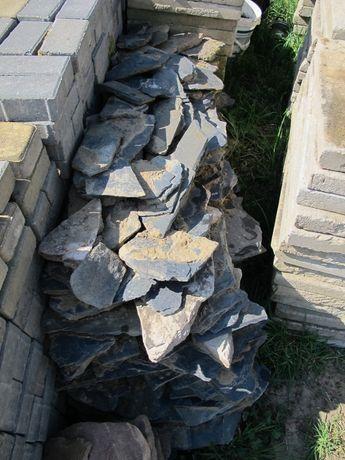Otoczak czarny płaski,naturalny kamień do ogrodu