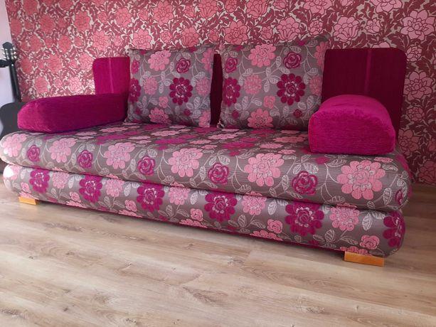 Łóżko, kanapa, sofa rozkładana - różowe kwiaty