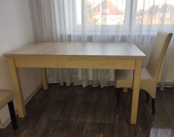 Stół rozkładany.