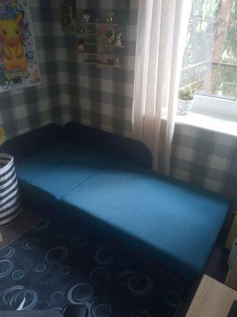 Łóżko, tapczan z miejscem na pościel
