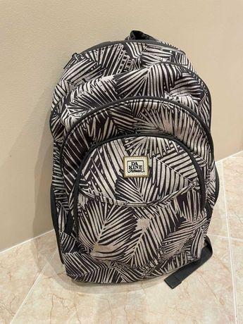 Conjunto de mochila + estojo (escolar/desportivo) DAKINE