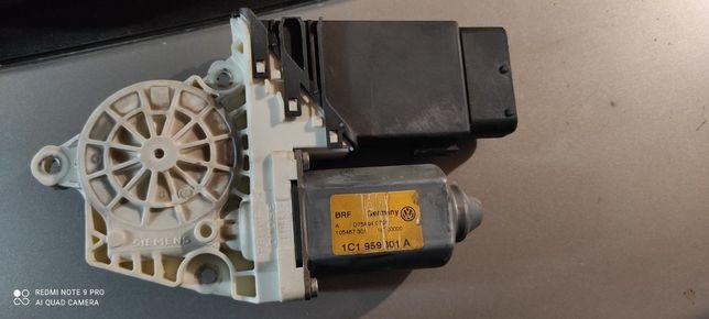 Мотор стеклоподъёмника на Шкоду Октавия Тур