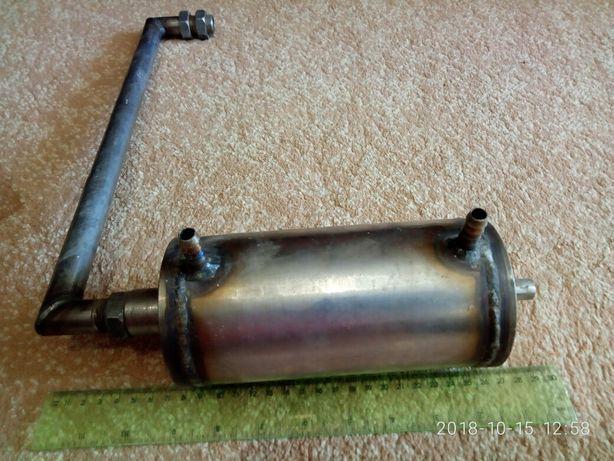 Дистилятор виготовлений із нержавіючої сталі.