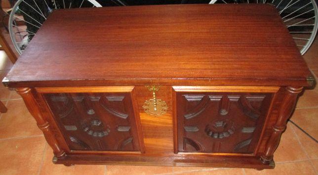 Arca baú em madeira