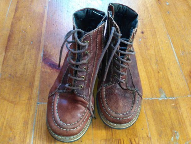 Ботинки кожаные осенние,демисезонные в хорошем состоянии на мальчика