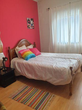 Bom quarto, espaçoso, despesas incluidas