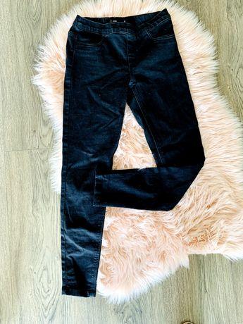 Elastyczne czarne jeansy na gumce - Sinsay r. S