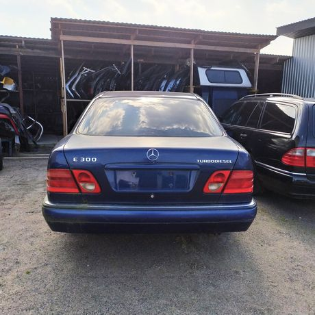 Mercedes E300 W210 На разборку ручна/механика есть все детали