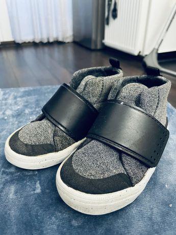 Продам дитяче взуття zara baby 22 розмір, хороший стан, пересилаю,