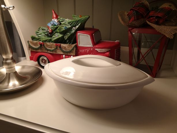 Żaroodporne naczynie z pokrywką do pieczenia i serwowania brytfanka