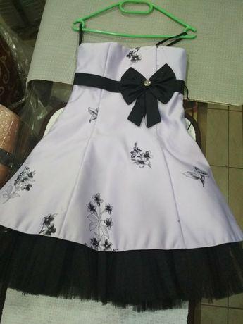 Продам нарядное платье 5-6 лет