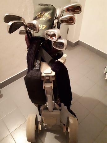 Tacos de golfe usados para canhotos