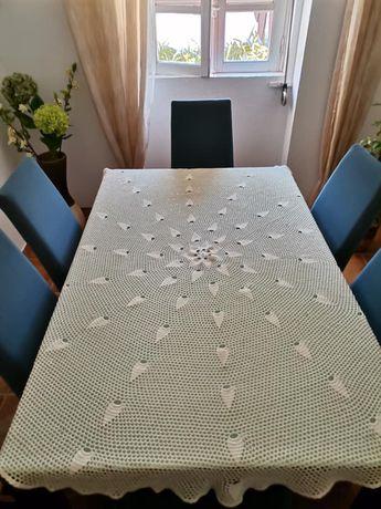 Toalha de mesa feita em renda ( à mão )