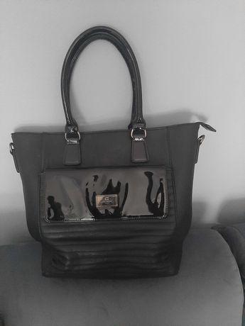 Sprzedam czarną elegancką torbę